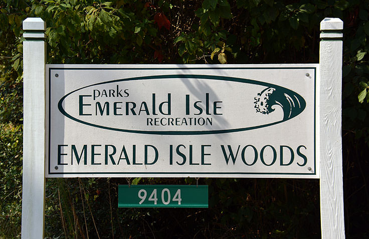Emerald Isle Woods sign